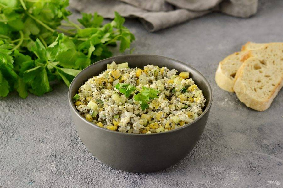 Вегетарианский крабовый салат готов. Приятного вам аппетита!
