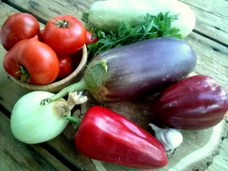 1.      Подготовьте ингредиенты: вымойте овощи.