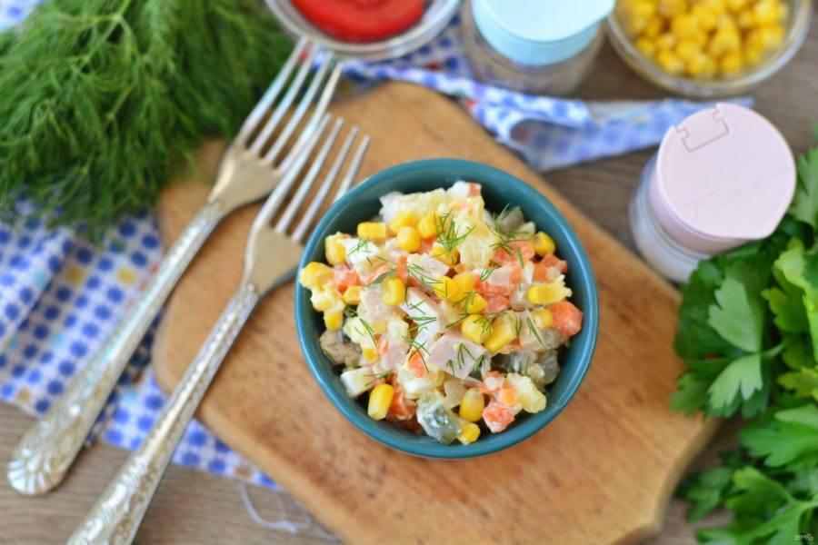 Готовый салат подавайте к столу. Приятного вам аппетита!