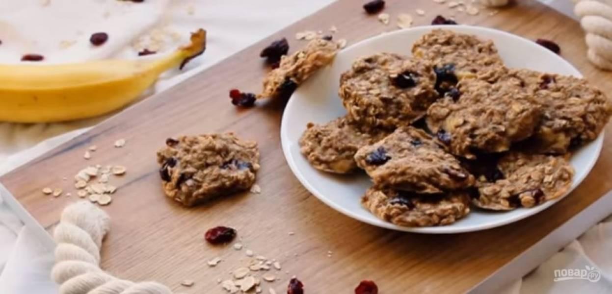 3. Дайте готовому печенью полностью остыть, после чего подавайте. Приятного аппетита!