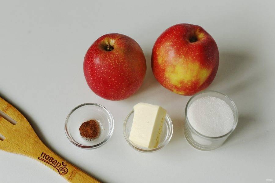 Для второй начинки возьмите два крупных яблока, корицу, сливочное масло и сахар. Сахар регулируйте на свой вкус.