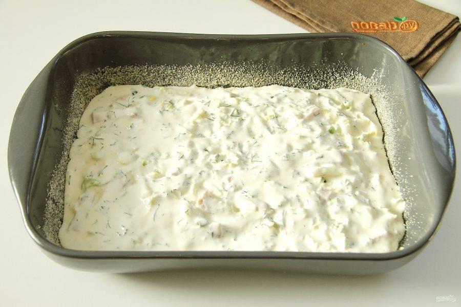 Распределите поверх оставшееся тесто и разровняйте его ложкой.