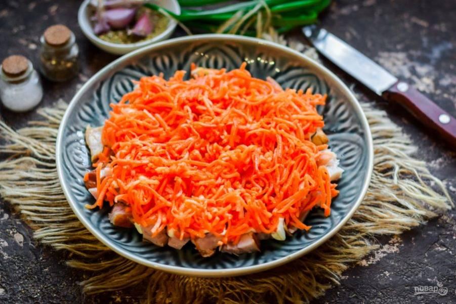 Следующий слой - морковь по-корейски.