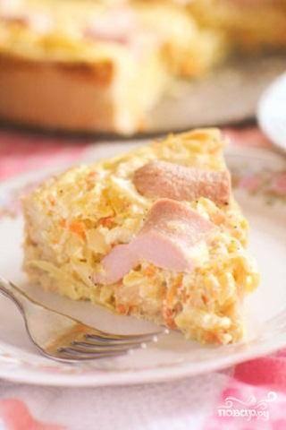 Пирог с квашеной  капустой и сосисками
