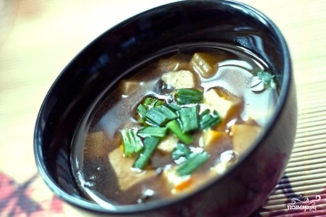 Суп с водорослями нори