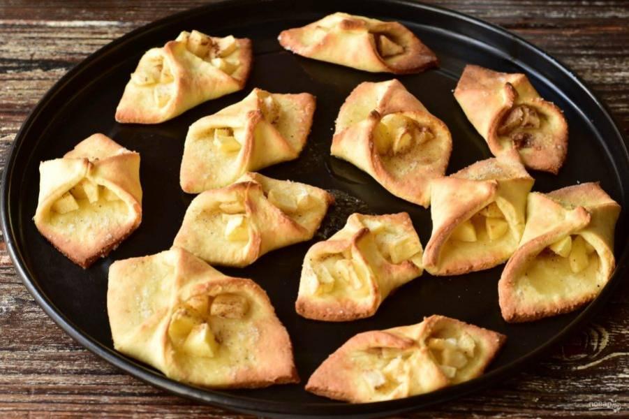 Отправьте печенье в разогретую до 190 градусов духовку на 15 минут.