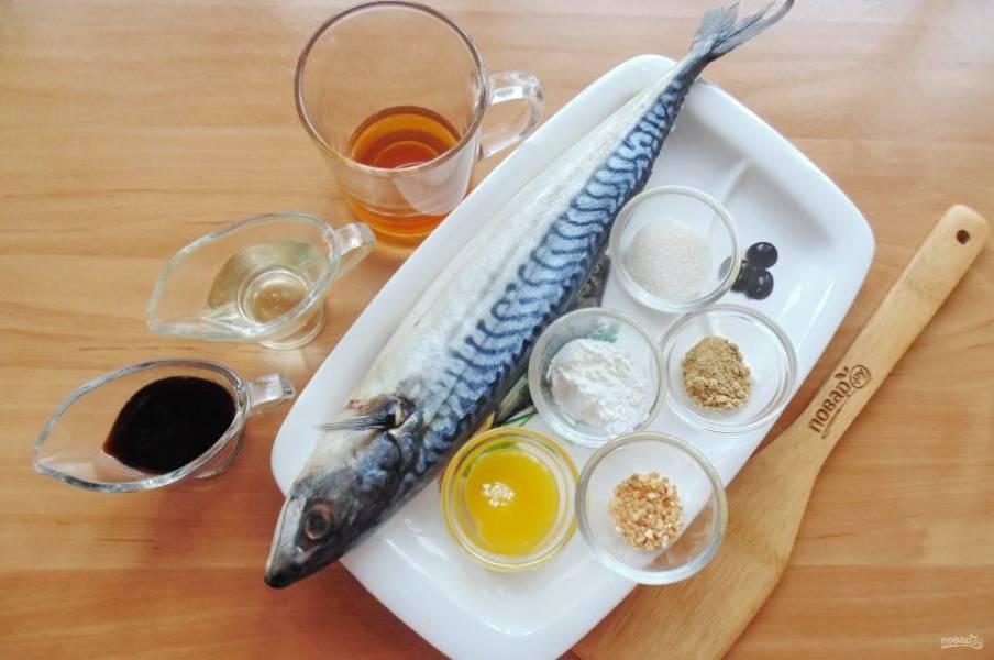 Подготовьте ингредиенты для приготовления скумбрии в соусе терияки.