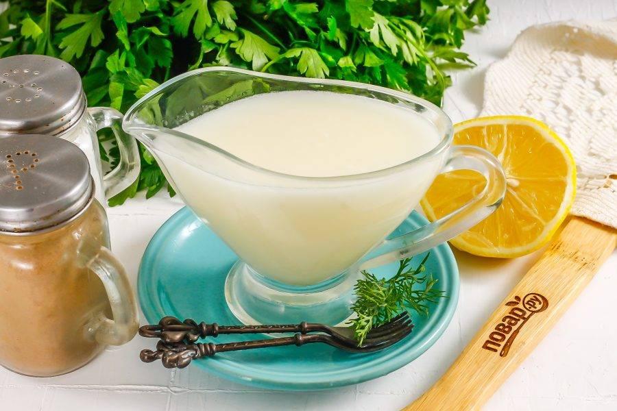 Перелейте его в соусник и подайте к столу либо охладите в холодильнике, но помните, что при длительном хранении соус снова расслаивается.