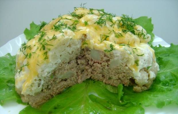 6. В разрезе наше блюдо выглядит великолепно! По такому принципу можно использовать в виде начинки грибы, куриное филе (лучше в виде фарша) или рис с овощами.