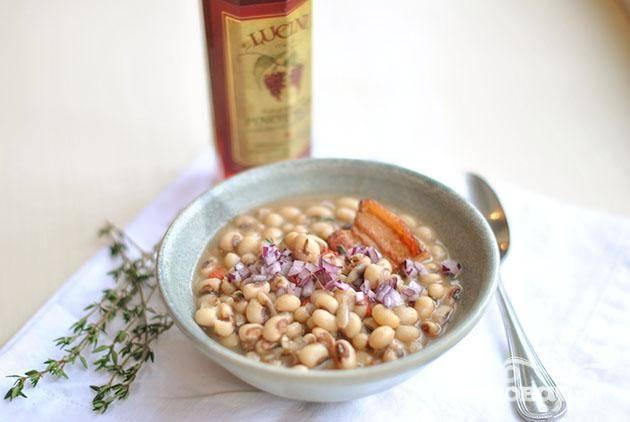 Суп с фасолью и свининой