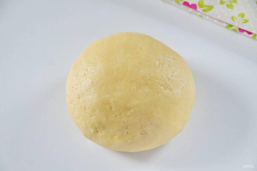 5. Соберите тесто в шар, заверните в пищевую пленку и уберите в холодильник на 20-30 минут.