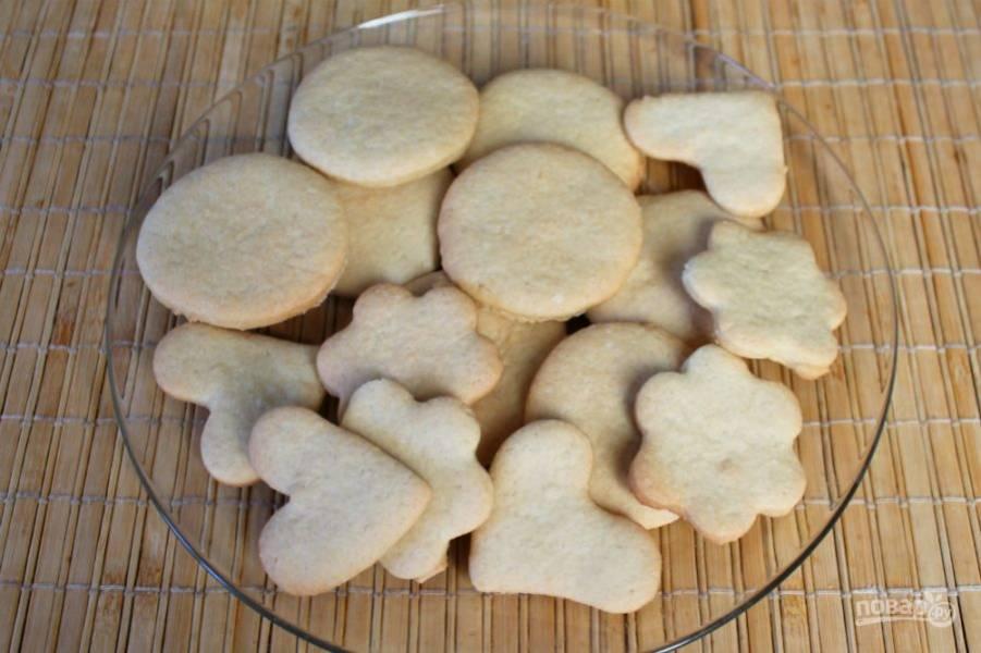 Запекаем печенье при температуре 180 градусов около 12 минут.