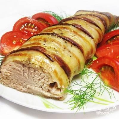 Запеченная свиная вырезка в беконе готова, нарезаем и подаем в горячем виде. Приятного аппетита!
