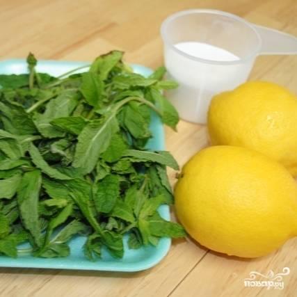 Итак, для приготовления лимонада нам понадобится всего лишь 2 лимона, мята, сахар и вода.