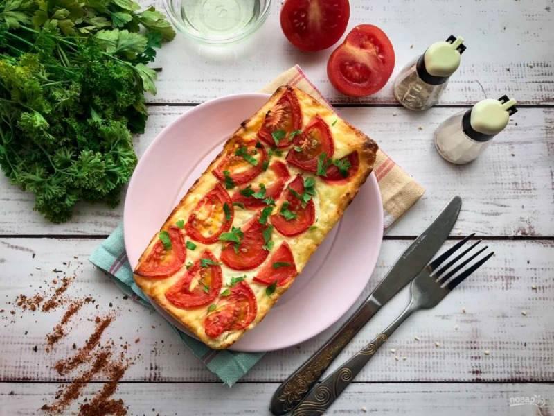 Творожная запеканка с помидорами готова. Приятного аппетита!