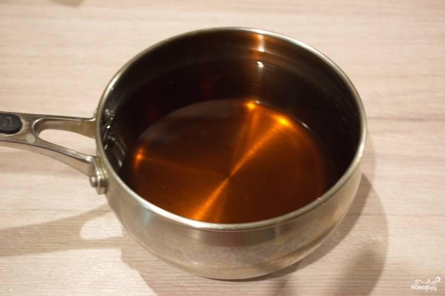 Трижды отфильтруйте сок. Добавить в него сахар по вкусу. Если нет сильного фильтра, используйте марлевую ткань, сложенную вчетверо. Перелейте сок в кастрюлю. Поставьте на огонь и вскипятите, варите 1-3 минуты.