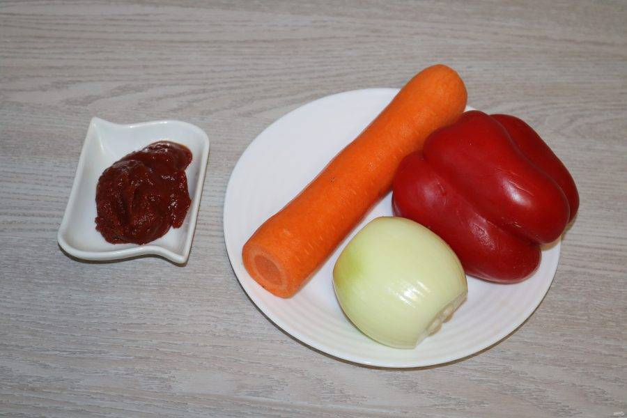 Подготовьте ингредиенты для соуса.