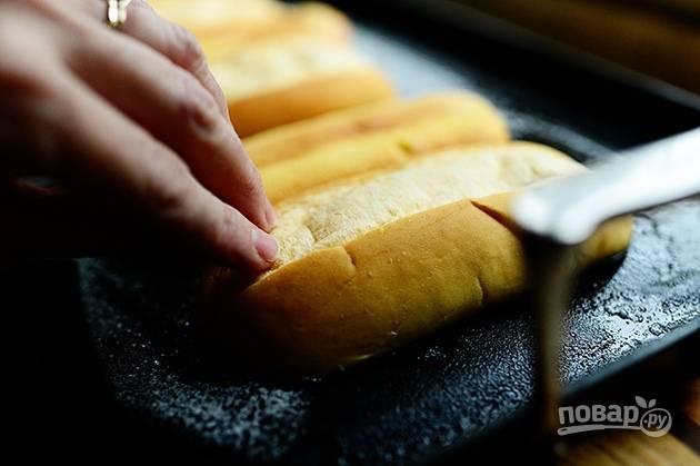 5. Обжарьте булочки на сковороде в сливочном масле.