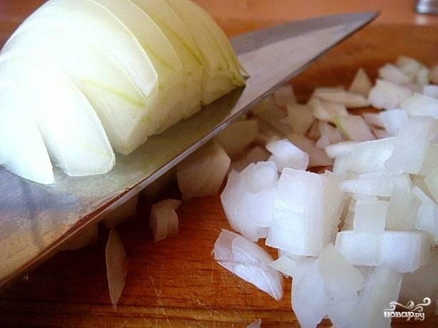 Картофель почистим, лук нарежем мелко, ветчину - тонко.
