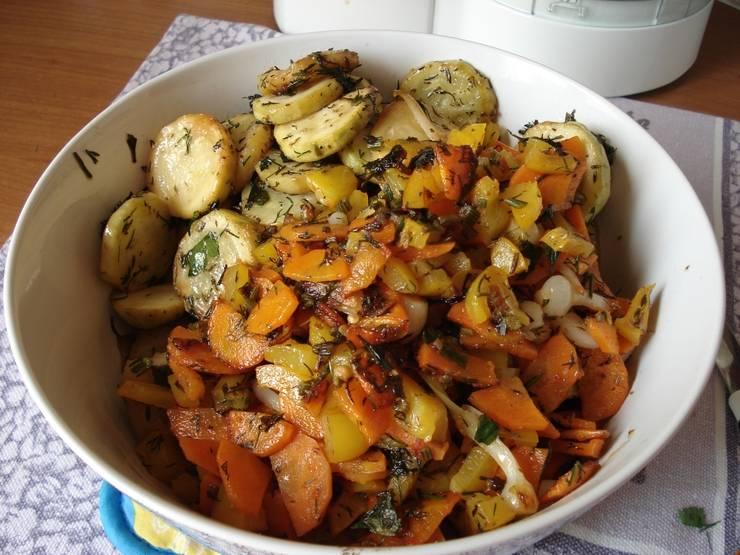 Все овощи смешайте в одной чашке, дайте им настояться минут 15. Приятного аппетита!