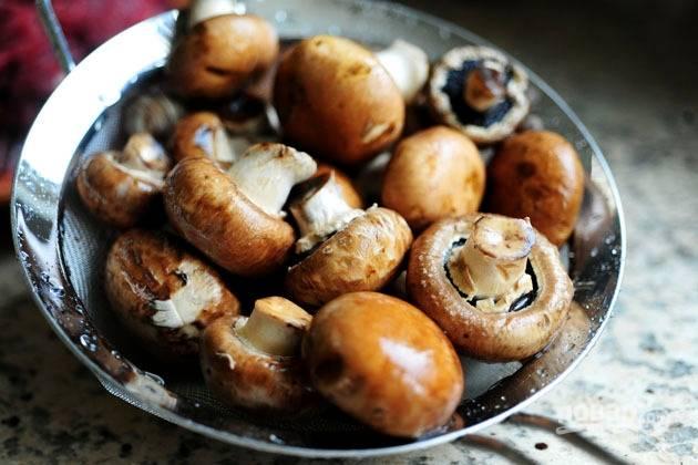 8. Вымойте и обсушите грибочки.