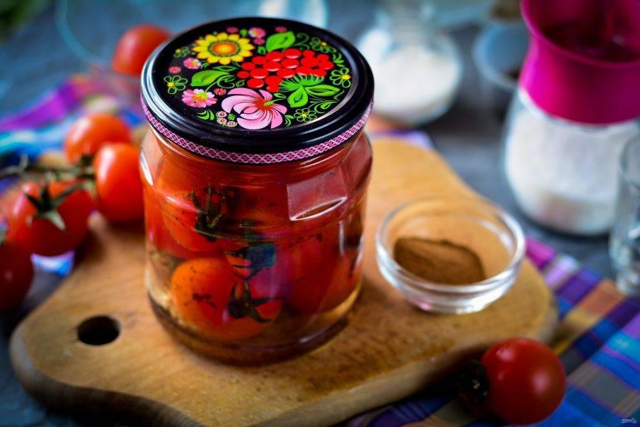 Готовые помидоры с корицей храните в кладовой до зимы. Приятного вам аппетита!