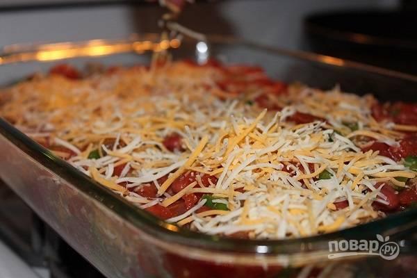 5. Присыпьте тертым сыром и минут на 15 отправьте в духовку. Приятного аппетита!