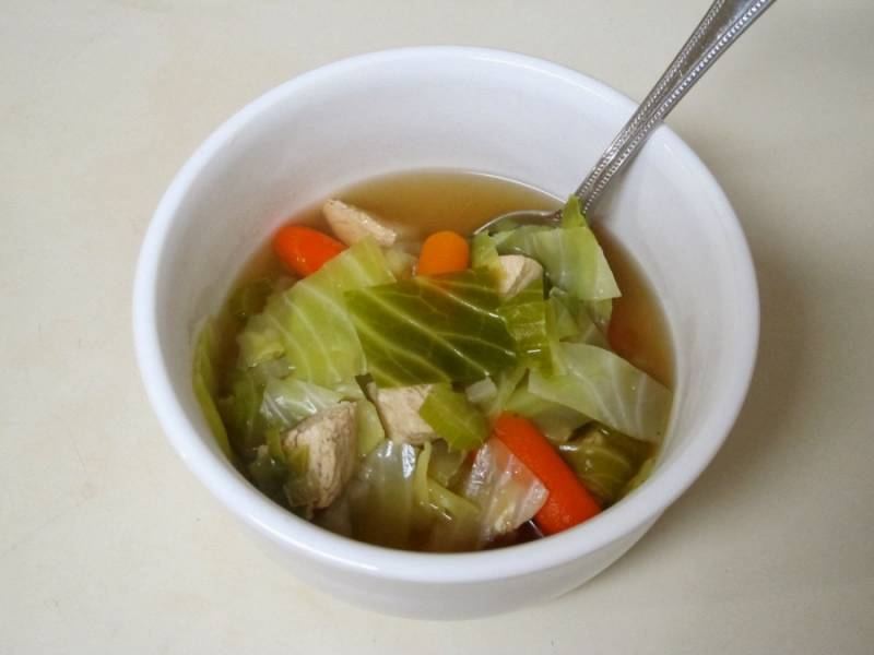 4. И вот, когда уже и капуста, и морковь станут мягкими - суп можно считать готовым. Приятного аппетита!