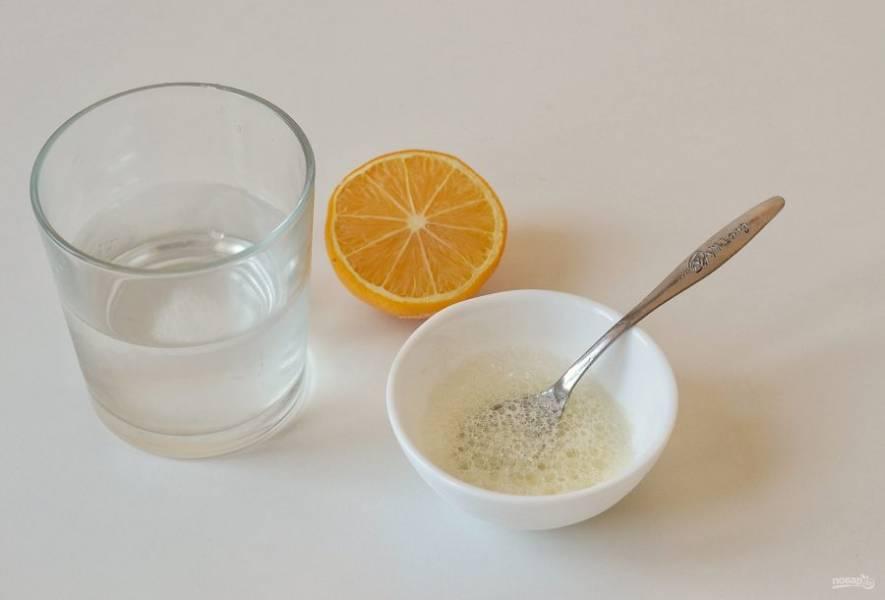 Соль растворите в стакане воды. Соду погасите лимонным соком.