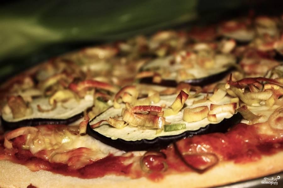 Пицца с баклажанами и фаршем