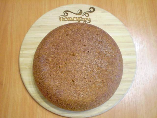 Готовый пирог извлекаем. Переворачиваем красивой стороной и даем остыть. Готово!