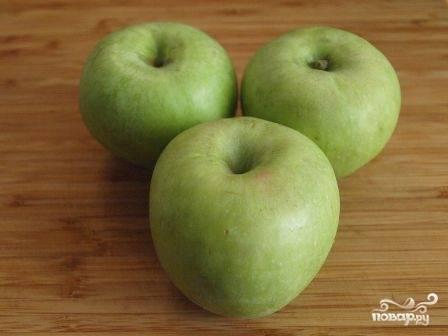 Яблоки для начинки лучше брать твердых сортов и кисло-сладкие. И, если тесто у вас в морозилке, достаньте его - пусть размораживается.