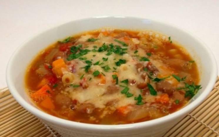 Перед подачей на стол добавьте измельченную зелень и дайте супу настоять под крышкой 10-15 минут. Приятного аппетита!