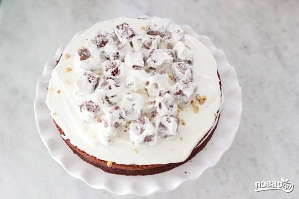 14. Выкладывайте на торт.