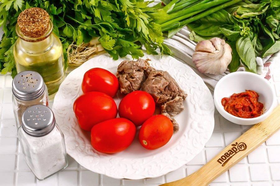 Подготовьте указанные ингредиенты. Говядину заранее отварите в течение 1 часа. Бульон можно использовать для приготовления супа, если его процедить.