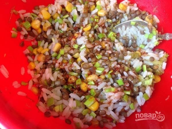 6. Перемешиваем и добавляем заправку. Даем настояться салату не меньше 20-30 минут.
