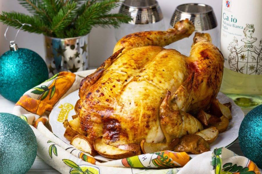 Наша курица, запеченная в грушах, готова! Приятного аппетита!