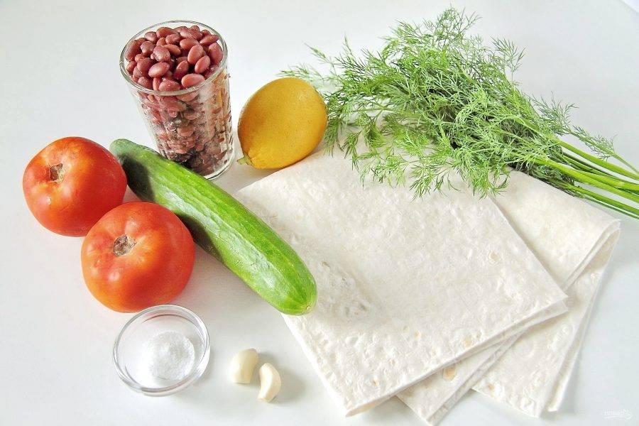 Подготовьте все необходимые ингредиенты. Фасоль необходимо заранее отварить или взять уже готовую в банке.