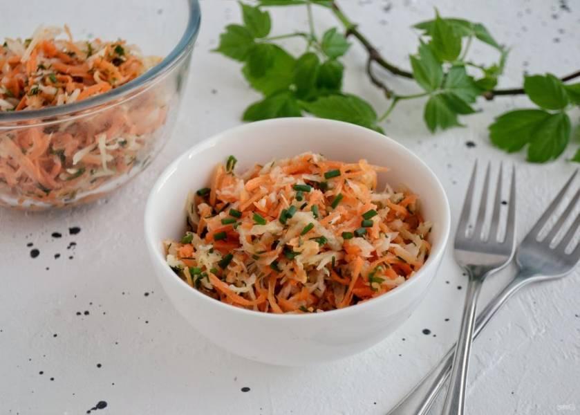 Салат с дайконом и морковью готов, приятного аппетита!