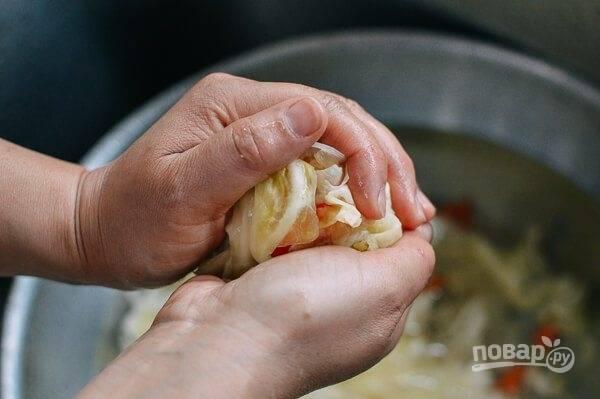 6.Руками отожмите любые остатки воды, тогда овощи при мариновании будут хрустящими.