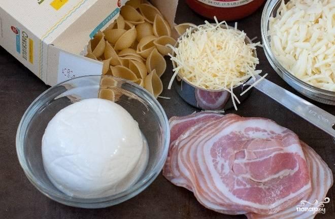 1. Вот перед вами набор ингредиентов, которые будут использоваться в рецепт приготовления макаронной запеканки с моцареллой. Вы можете варьировать этот состав по своему желанию.
