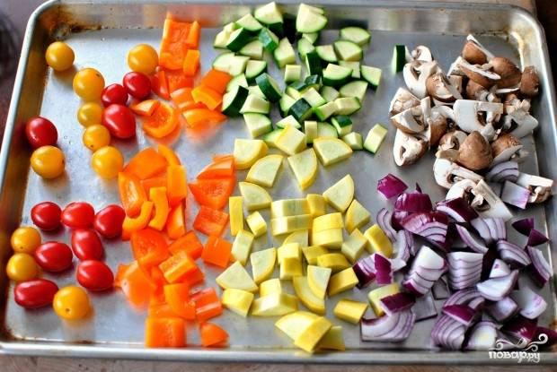 6. Вот такой яркий набор ингредиентов будет использован в этом рецепте приготовления кускуса с овощами, но при желании вы можете варьировать его по вкусу.
