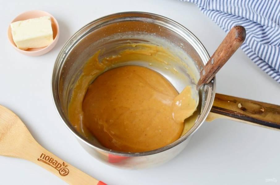Готовая карамель станет густой, красивого светло-коричневого цвета.