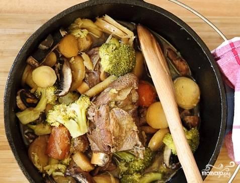 После этого можно подавать блюдо, не забыв вытащить мешочек с травами. Приятного аппетита!