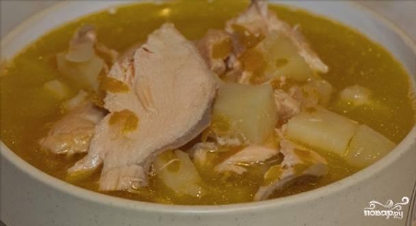 Варим суп еще минут 10-15 минут и выключаем плиту. Оставим суп немного настояться.