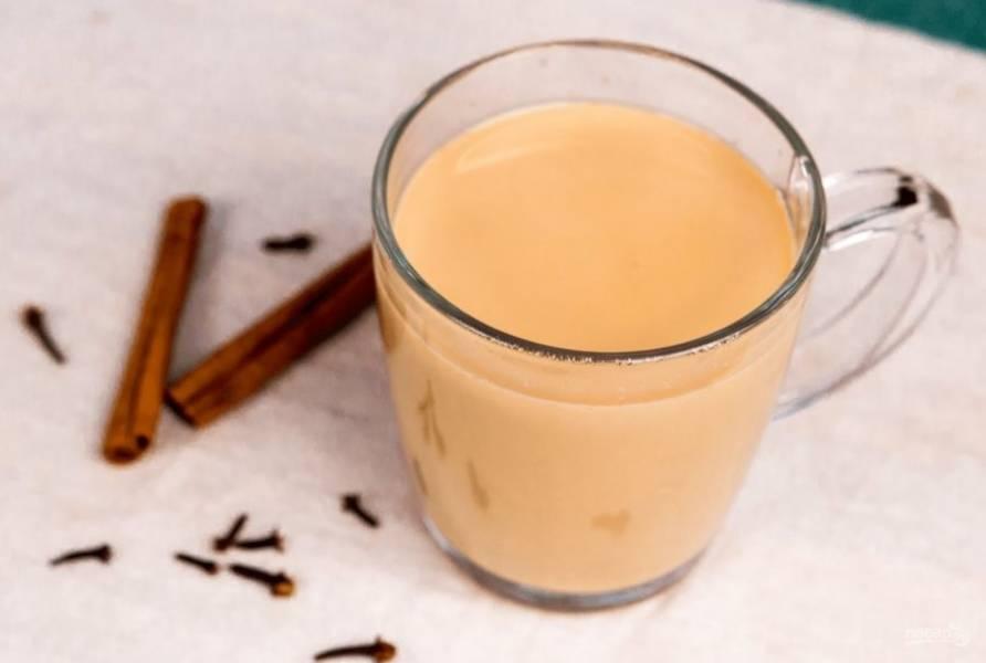 4. После этого процедите чай и подавайте, украсив палочкой корицы. Приятного и полезного вам завтрака или полдника!