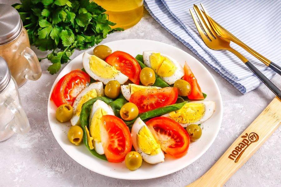 Подайте салат к столу сразу же после его приготовления. Приятного аппетита!