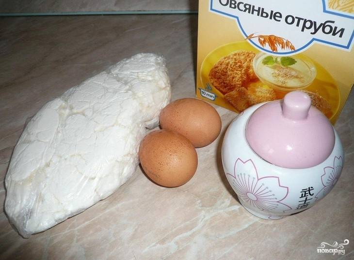 1. Этот рецепт приготовления запеканки очень простой. Нам понадобится кефир, яйца, отруби и сахар. Заметьте, здесь нет никакой муки.