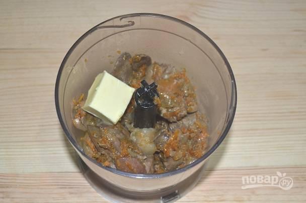 8. Добавьте немного масла. Посолите и поперчите по вкусу.