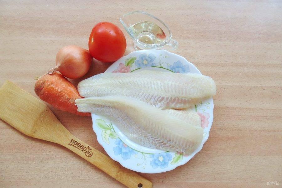 Подготовьте ингредиенты для приготовления судака с помидорами.